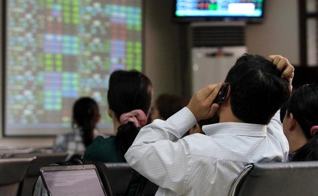Cổ phiếu họ 'Vin' điều chỉnh, VN-Index giảm điểm