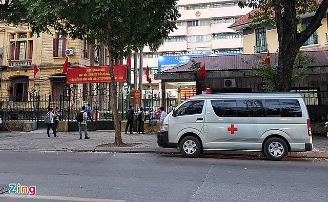 Trụ sở Bộ GTVT đóng cửa trong chiều 18/5. Ảnh: Ngọc Tân.