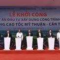 <p> Tuyến cao tốc Mỹ Thuận - Cần Thơ được khởi công đầu năm nay, kết nối với tuyến TP HCM - Trung Lương - Mỹ Thuận. Dự án có chiều dài gần 23 km, điểm đầu tại TP Vĩnh Long (Đồng Tháp) còn kết thúc tại thị xã Bình Minh (Vĩnh Long). Dự kiến, cao tốc này được hoàn thành cơ bản vào năm 2022 và đưa vào khai thác toàn bộ giai đoạn một vào năm 2023.</p>