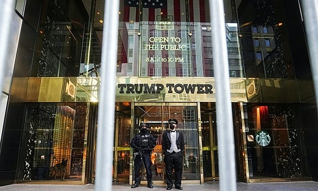 Tháp Trump tại thành phố New York, bang New York hồi tháng 1. Ảnh: Reuters.