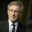 <p> <strong>Steven Spielberg</strong> – đạo diễn 3 lần đoạt giải Oscar nắm trong tay khối tài sản trị giá 3,7 tỷ USD. Theo <em>Forbes</em>, phần lớn tài sản của Spielberg đến từ các bộ phim, bên cạnh đó ông cũng kiếm được một số tiền không nhỏ nhờ vai trò cố vấn cho công viên giải trí Universal và việc bán lại hãng phim DreamWorks Animation do ông đồng sáng lập cho NBCUniversal với giá 3,8 tỷ USD vào năm 2016. (Ảnh: <em>AP Images</em>)</p>
