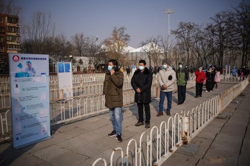 Một điểm xét nghiệm COVID-19 tại quận Đại Hưng, Bắc Kinh, Trung Quốc, ngày 20/1/2021. Ảnh: THX/TTXVN