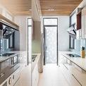 """<p class=""""Normal""""> Yêu cầu thiết kế được đặt ra với CEEarch là làm sao để ngôi nhà trở nên khác biệt, đơn giản nhưng đầy cảm hứng, mở nhưng riêng tư và đặc biệt là thông thoáng cũng như cách tận dụng nguồn ánh sáng tự nhiên.</p>"""