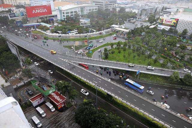 Đường trên cao là yêu cầu hạ tầng cơ bản, quan trọng nhất để giải quyết giao thông thành phố thông suốt. Ảnh: Đậu Tiến Đạt