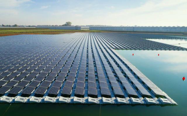 Việt Nam sắp có dự án điện năng lượng mặt trời trên biển đầu tiên.