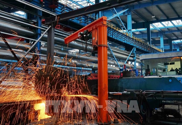 Dây chuyền sản xuất thép tại một nhà máy ở Hà Bắc, Trung Quốc. Ảnh: THX/TTXVN