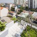 """<p> Thông qua dự án này, kiến trúc sư mong muốn đề xuất giải pháp cho một cuộc sống trong khu đô thị nhiệt đới mật độ cao, đáp ứng nhu cầu về không gian mà vẫn mang đến môi trường sống thú vị """"gần gũi với thiên nhiên"""".</p>"""