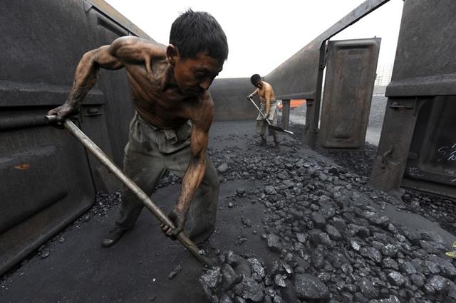 Trung Quốc tiến thoái lưỡng nan trong kiểm soát giá hàng hóa