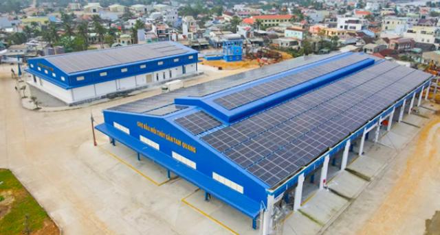 Hệ thống điện mặt trời áp mái tại cảng cá Tam Quang.