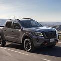 """<p class=""""Normal""""> <strong>Nissan Navara 2021</strong></p> <p class=""""Normal""""> Sau bản nâng cấp nhẹ hồi cuối 2020, nhà phân phối VAD giới thiệu thế hệ mới của Nissan Navara nhập khẩu Thái Lan. Mức giá 748-945 triệu đồng của 4 phiên bản Navara đưa mẫu xe này vượt Ford Ranger trở thành sản phẩm đắt nhất phân khúc.</p> <p class=""""Normal""""> Ngoại hình lột xác với nhiều điểm mới ở thiết kế đèn pha, mặt ca-lăng, đèn hậu LED. Tuy nhiên thiết kế nội thất còn nhiều điểm tương đồng bản cũ, ngoại trừ vô-lăng mới. Navara sử dụng treo sau dạng đa liên kết, thiết kế cho di chuyển êm ái hơn nhưng sẽ không """"tá điền"""" như loại lá nhíp trên các đối thủ nếu phải thường xuyên chở nặng, dù hãng cho biết khối lượng hàng chuyên chở lên tới 950 kg.</p> <p class=""""Normal""""> Navara thế hệ mới có 4 phiên bản, gồm 2WD tiêu chuẩn, 2WD cao cấp, 4WD cao cấp và bản thể thao đặc biệt Pro4X (cạnh tranh Ranger Wildtrak). Xe trang bị nhiều tính năng an toàn quen thuộc trên các mẫu bán tải như hỗ trợ khởi hành ngang dốc, xuống dốc, ABS, EBD, kiểm soát lực kéo, cảm biến, camera lùi nhưng thiếu các công nghệ như cảnh báo lệch làn, duy trì làn đường, hỗ trợ đỗ xe chủ động, cảnh báo va chạm trước như đối thủ Ranger. (Ảnh: <em>Nissan</em>)</p>"""