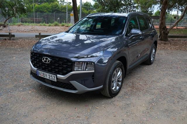 Lạ mắt với Hyundai SantaFe 2021 bản 'siêu tiêu chuẩn'