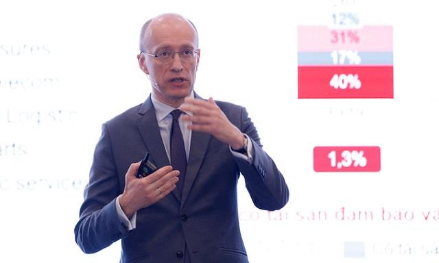 CEO Jens Lottner tại phiên họp thường niên 2021. Ảnh: Techcombank.
