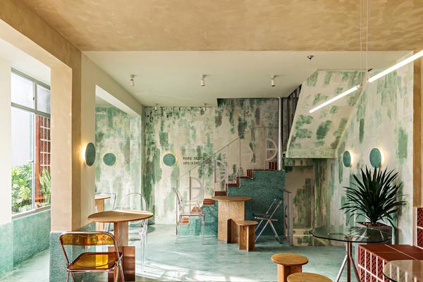 Quán cà phê tái hiện không gian xưa của Sài Gòn
