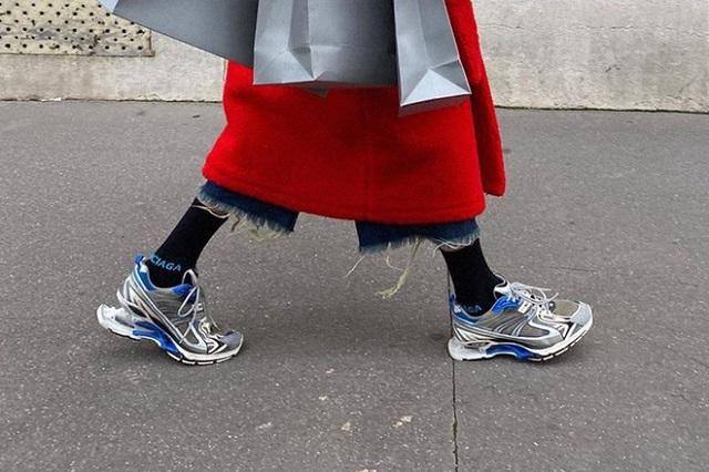 Giày mới của Balenciaga bị chê kỳ dị