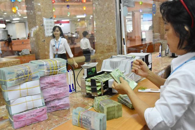 Lần đầu ngân hàng bán nợ vay tiêu dùng