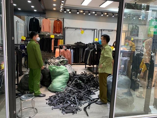 Bán lô hàng nhái LV, Adidas trị giá hơn 43 triệu, một hộ kinh doanh bị phạt 45 triệu đồng