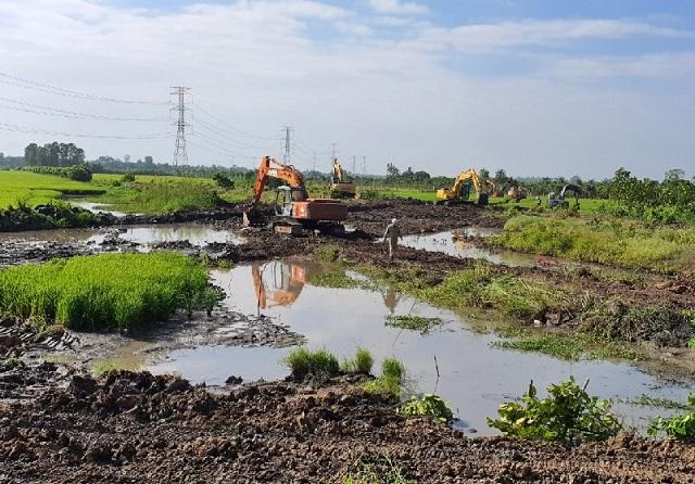 Nhiều dự án giao thông khu vực Đồng bằng sông Cửu Long thiếu cát trầm trọng
