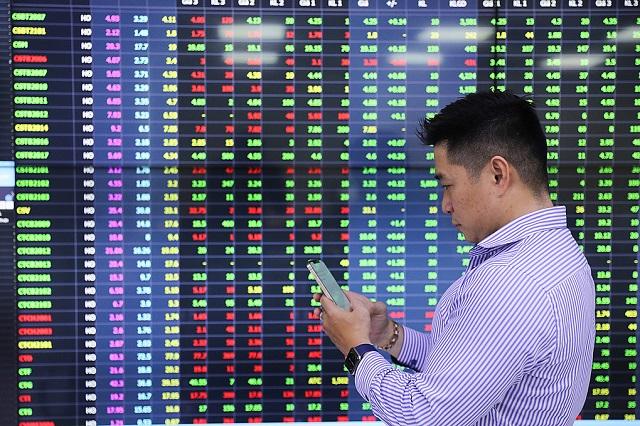 Nhà đầu tư cá nhân ảnh hưởng lớn lên chứng khoán Việt Nam
