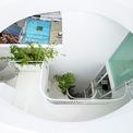 """<p class=""""Normal""""> Với kích thước chỉ 3,5 m x 12 m, mặt tiền duy nhất hướng ra một con phố rộng mở, bối cảnh thiết kế đặt ra thách thức để tạo ra một không gian bình dị, thông thoáng và đủ ánh sáng trong bối cảnh tòa nhà hạn chế.</p>"""