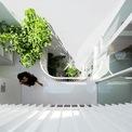 <p> Được hoàn thiện bằng vật liệu thông dụng, tường trắng và gỗ, tâm điểm của ngôi nhà là sự giao thoa giữa ánh sáng và thiên nhiên.</p>