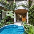 """<p> Dự án căn hộ dịch vụ được thiết kế với ý tưởng mang lại một không gian sống, nghỉ ngơi xanh, yên bình giữa lòng TP HCM. Công ty thiết kế K.A Studio đã phát triển ý tưởng này bằng việc tạo ra một """"khu rừng nhiệt đới"""" thu nhỏ với cây xanh bao phủ cùng hồ nước trong lành.</p>"""