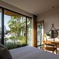 <p> Các căn hộ đều đón được ánh sáng tự nhiên và cho tầm nhìn nội khu, nơi có vườn cây xanh và hồ nước trong lành.</p>