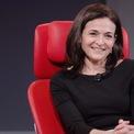 """<p class=""""Normal""""> <strong>Sheryl Sandberg</strong></p> <p class=""""Normal""""> Tài sản: 1,8 tỷ USD</p> <p class=""""Normal""""> Sheryl Sandberg và 2 người em của bà đều học Havard. Sandberg từng làm phó chủ tịch điều hành và bán hàng trực tuyến toàn cầu của Google. Năm 2007, Mark Zuckerberg - CEO Facebook - gặp Sandberg tại một bữa tiệc giáng sinh. Sau đó, Zuckerberg tìm cách mời bà về làm việc tại mạng xã hội này. Sau 6 tuần thường xuyên ăn tối và trao đổi cùng đồng sáng lập Facebook, Sandberg đồng ý trở thành COO (giám đốc vận hành) của công ty. (Ảnh: <em>BI</em>)</p>"""