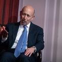 """<p class=""""Normal""""> <strong>Lloyd Blankfein</strong></p> <p class=""""Normal""""> Tài sản: 1,2 tỷ USD</p> <p class=""""Normal""""> Lloyd Blankfein tốt nghiệp thạc sĩ năm 1975 và tiến sĩ luật năm 1978. Ông là Chủ tịch và CEO của Goldman Sachs từ 2006 đến cuối 2018. (Ảnh: <em>Bloomberg</em>)</p>"""