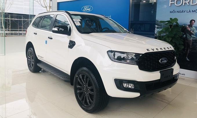 Ford Everest tiếp tục giảm giá gần 100 triệu đồng