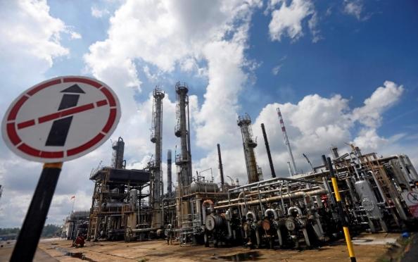Giá dầu Brent chạm 71 USD/thùng