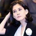 """<p class=""""Normal""""> <strong>9. Lee Boo-jin</strong></p> <p class=""""Normal""""> Tài sản: 4,9 tỷ USD</p> <p class=""""Normal""""> Không có trong Top 10 năm ngoái</p> <p class=""""Normal""""> Nguồn tài sản: Samsung</p> <p class=""""Normal""""> Lee Boo-jin là con thứ 2 của cố Chủ tịch Samsung Lee Kun-hee. Năm 21 tuổi, bà bắt đầu được cha đưa vào công ty để truyền dạy cách lãnh đạo tập đoàn. Kể từ đó, bà Lee luôn cố gắng không ngừng để chứng tỏ năng lực trước cha, cổ đông và hàng chục nghìn nhân viên. Hiện bà là Chủ tịch và Giám đốc điều hành của Hotel Shilla, một trong những khách sạn và trung tâm hội nghị hàng đầu của Seoul.</p>"""