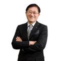 """<p class=""""Normal""""> <strong>10. Suh Kyung-bae</strong></p> <p class=""""Normal""""> Tài sản: 4,8 tỷ USD</p> <p class=""""Normal""""> Tăng/giảm so với 2020: 1,8 tỷ USD</p> <p class=""""Normal""""> Nguồn tài sản: Mỹ phẩm, Amorepacific</p> <p class=""""Normal""""> Suh Kyung-bae là Chủ tịch của AmorePacific, nhà sản xuất mỹ phẩm và chăm sóc da lớn nhất Hàn Quốc. AmorePacific do cha của ông Suh Kyung-base, Suh Sung-hwan sáng lập vào năm 1945. Là người duy nhất trong số 6 đứa con nhà họ Suh quan tâm đến việc kinh doanh, Suh Kyung-bae gia nhập công ty vào những năm 1980 và trở thành CEO vào năm 1997. Ảnh: <em>Business Korea.</em></p>"""