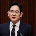 """<p class=""""Normal""""> <strong>2. Jay Y. Lee</strong></p> <p class=""""Normal""""> Tài sản: 12,4 tỷ USD</p> <p class=""""Normal""""> Tăng/giảm so với 2020: 5,7 tỷ USD</p> <p class=""""Normal""""> Nguồn tài sản: Samsung, Samsung Electronics</p> <p class=""""Normal""""> Lee Jae-yong sinh năm 1968 và là con trai cả của cố Chủ tịch Tập đoàn Samsung, Lee Kun-hee. Ông Lee tốt nghiệp khoa Lịch sử, Đại học Quốc gia Seoul và có bằng thạc sĩ quản trị kinh doanh của Đại học Keio, Nhật Bản. Vị doanh nhân này cũng từng theo học tiến sĩ quản trị kinh doanh tại trường Harvard, Mỹ. Ảnh: <em>Reuters</em></p>"""