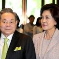 """<p class=""""Normal""""> <strong>6. Hong Ra-hee</strong></p> <p class=""""Normal""""> Tài sản: 7,1 tỷ USD</p> <p class=""""Normal""""> Không có trong Top 10 năm ngoái</p> <p class=""""Normal""""> Nguồn tài sản: Samsung</p> <p class=""""Normal""""> Bà Hong Ra-hee là vợ của cố Chủ tịch Samsung Lee Kun-hee. Sau khi ông Lee qua đời vào tháng 10 năm ngoái, bà Hong được thừa kế một phần tài sản của chồng. Hiện bà là người phụ nữ giàu nhất Hàn Quốc. Ảnh: <em>Korea Times</em></p>"""