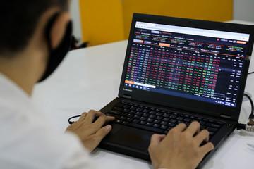 Bloomberg: Chứng khoán Việt Nam còn tăng nữa, VN-Index dự báo vượt 1.500 điểm