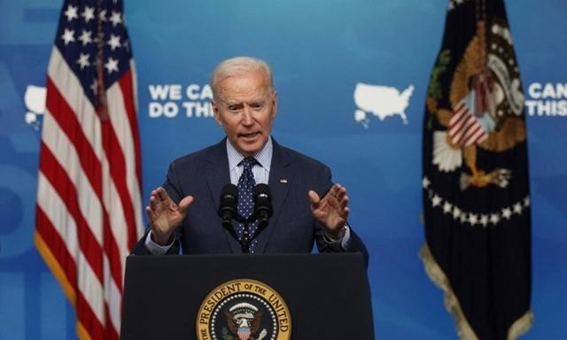Biden kêu gọi người dân tiêm vaccine, uống bia