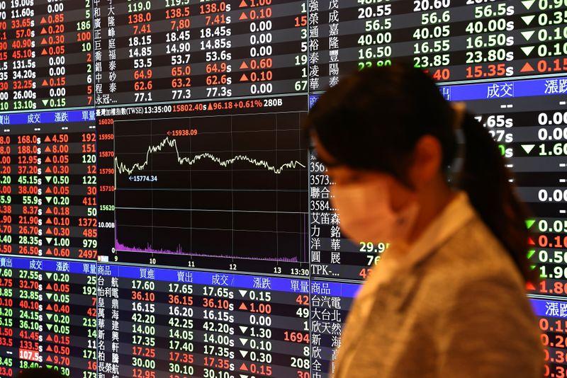 Khối ngoại bán ròng chứng khoán châu Á mạnh nhất 14 tháng