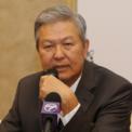 """<p class=""""Normal""""> <strong>7. Kuan Kam Hon</strong></p> <p class=""""Normal""""> Tài sản: 3,8 tỷ USD</p> <p class=""""Normal""""> Lĩnh vực kinh doanh: Găng tay cao su</p> <p class=""""Normal""""> Kuan Kam Hon bỏ học khi đang ở trường phổ thông. Ông bắt đầu làm việc tại công ty xây dựng của cha mình ở Kuala Lumpur. Năm 1981, ông thành lập Hartalega Holdings - nhà sản xuất găng tay nitrile lớn nhất thế giới hiện nay với sản phẩm được xuất khẩu tới hàng chục quốc gia. (Ảnh: <em>themalaysianreserve.com</em>)</p>"""