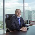 """<p class=""""Normal""""> <strong>8. Lim Wee Chai</strong></p> <p class=""""Normal""""> Tài sản: 3,5 tỷ USD</p> <p class=""""Normal""""> Lĩnh vực kinh doanh: Găng tay cao su</p> <p class=""""Normal""""> Lim Wee Chai thành lập Top Glove cùng với vợ là Tong Siew Bee vào năm 1991 và đưa công ty lên sàn vào năm 2001.T op Glove là một trong những nhà sản xuất găng tay cao su lớn nhất thế giới. Công ty có 50 nhà máy với công suất hàng năm là 100 tỷ găng tay. (Ảnh: <em>Bloomberg</em>)</p>"""