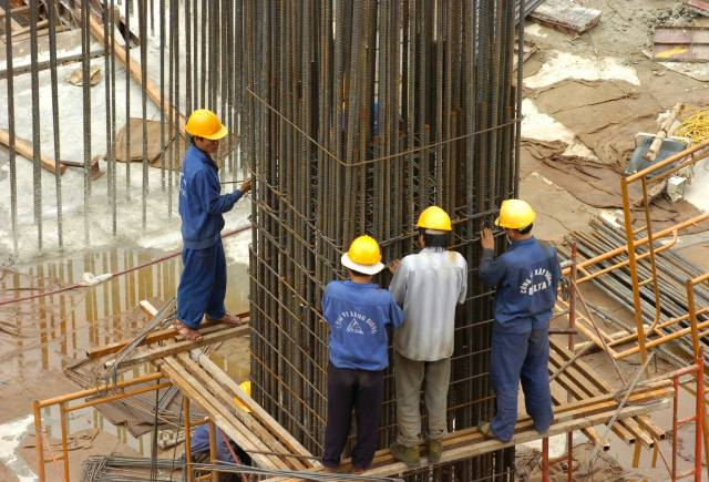 Nhiều dự án điêu đứng vì giá thép tăng cao