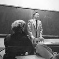 """<p class=""""Normal""""> <strong>2.<span> </span>Kiếm được 53.000 USD khi mới 16 tuổi</strong></p> <p class=""""Normal""""> Warren Buffett đam mê kinh doanh ngay từ thời niên thiếu. Ông từng làm rất nhiều việc để kiếm tiền như đi giao báo, bán bóng golf, kinh doanh máy pinball. Với sự chăm chỉ của mình, Buffett đã có trong tay 53.000 USD khi mới 16 tuổi.(Ảnh: <em>Susie Buffett</em>)</p>"""