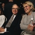 """<p class=""""Normal""""> <strong>6.<span> </span>Bố vợ từng nói ông sẽ thất bại</strong></p> <p class=""""Normal""""> Sau khi cầu hôn vợ vào năm 1951, bố vợ của Buffett đã mời ông đến nhà để """"nói chuyện"""". Ông ấy không mấy tin tưởng vào Buffett và những kế hoạch trong tương lai của con rể. Thậm chí, ông kiên quyết rằng Buffett sẽ thất bại. Trong một cuộc phỏng vấn với <em>CNBC</em>, Chủ tịch Berkshire từng chia sẻ lại những điều bố vợ đã nói với mình khi đó.(Ảnh: <em>Mark Peterson/Corbis/Getty</em>)</p>"""