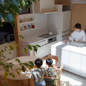 """<p class=""""Normal""""> Nội thất được lựa chọn cân bằng giữa cấu trúc hiện đại và phong cách truyền thống Nhật Bản theo sở thích của người chồng.</p>"""