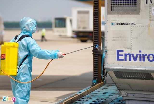 Máy bay vận chuyển vaccine được phép bay tắt.
