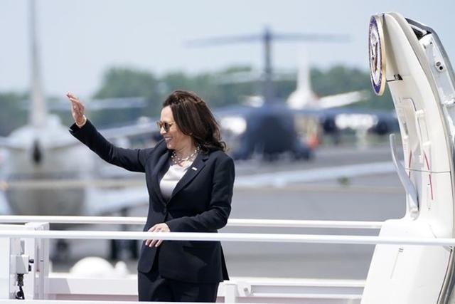 Chuyên cơ chở phó tổng thống Mỹ phải quay đầu ngay sau khi cất cánh
