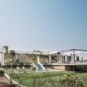 <p> Một gia đình tại Pune, Ấn Độ đã xây dựng một ngôi nhà hơn 600 m2 ở ngoại ô thành phố để làm nơi nghỉ ngơi cuối tuần. Điểm đặc biệt của công trình, ngoài kiến trúc, còn là sự hoang sơ của thiên nhiên bao quanh.</p>