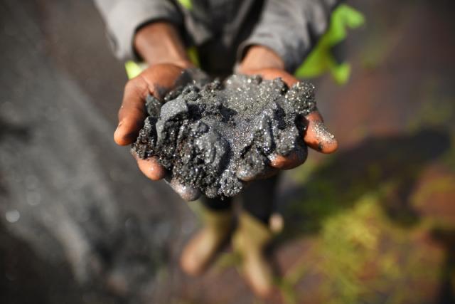 Giá quặng sắt đi xuống vì Trung Quốc giảm nhập khẩu