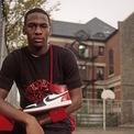 """<p class=""""Normal""""> """"Ngay cả khi Nike dần dần có thể giành được nhiều thị phần hơn trên thị trường vận hành toàn cầu, họ vẫn còn lâu mới theo kịp các đối thủ của mình"""", GQ viết. Cơ hội của thương hiệu Mỹ lúc bấy giờ là môn thể thao bóng rổ ngày càng phổ biến và tân binh tài năng Michael Jordan. Ảnh: <em>Sole Collector.</em></p>"""