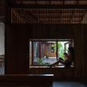 <p> Hai bên là bếp, phòng ngủ và các không gian riêng tư khác.</p>