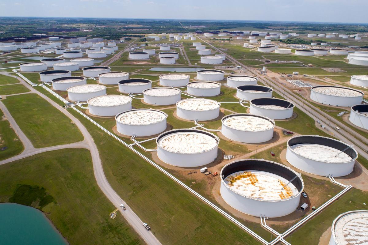 Tồn kho tại Mỹ giảm, giá dầu đi ngang